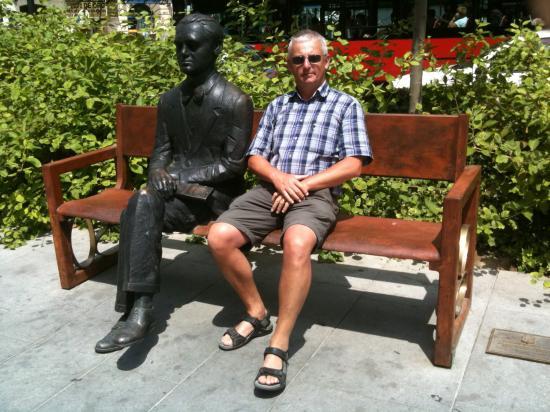 Eric Lefeuvre con Federico Garcia Lorca, Granada, 2010