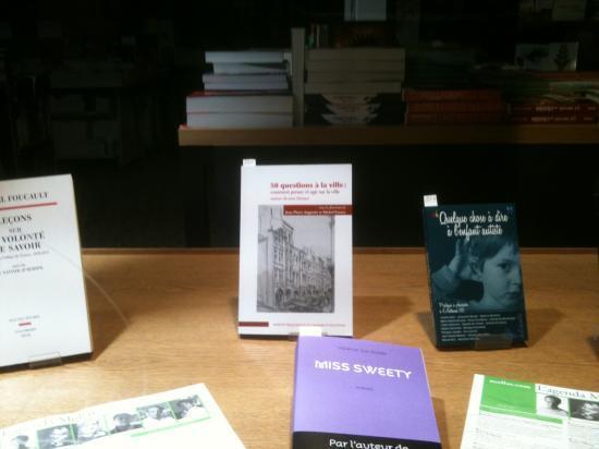 vitrine de la librairie Mollat à Bordeaux