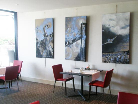 Ciels acryliques dans la salle des petits déjeuners.